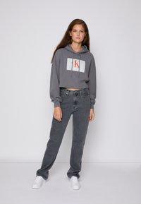 Calvin Klein Jeans - CROPPED HOODIE - Hoodie - shining armor - 3