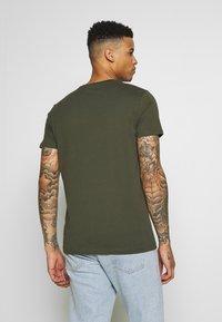 Esprit - LOGO - T-shirt z nadrukiem - olive - 2