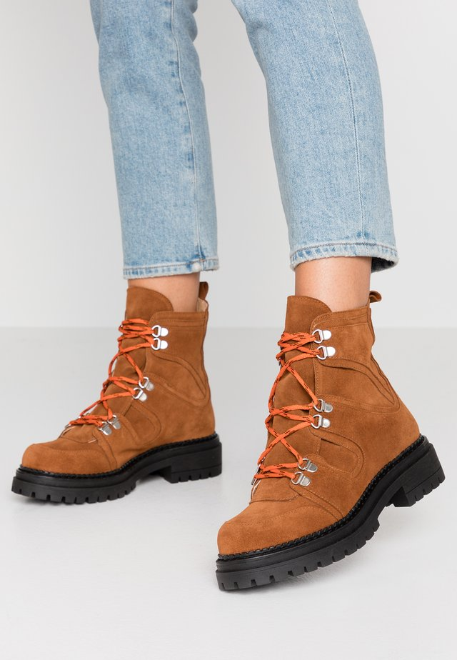 RISING - Lace-up ankle boots - tan