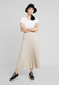 Calvin Klein - V NECK - Basic T-shirt - white - 1