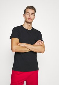 Puma - 4 PACK BASIC CREW TEE - Pyjama top - black - 1