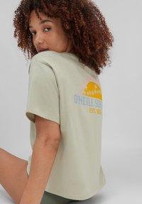 O'Neill - CALIFORNIA SURF - Print T-shirt - desert sage - 3