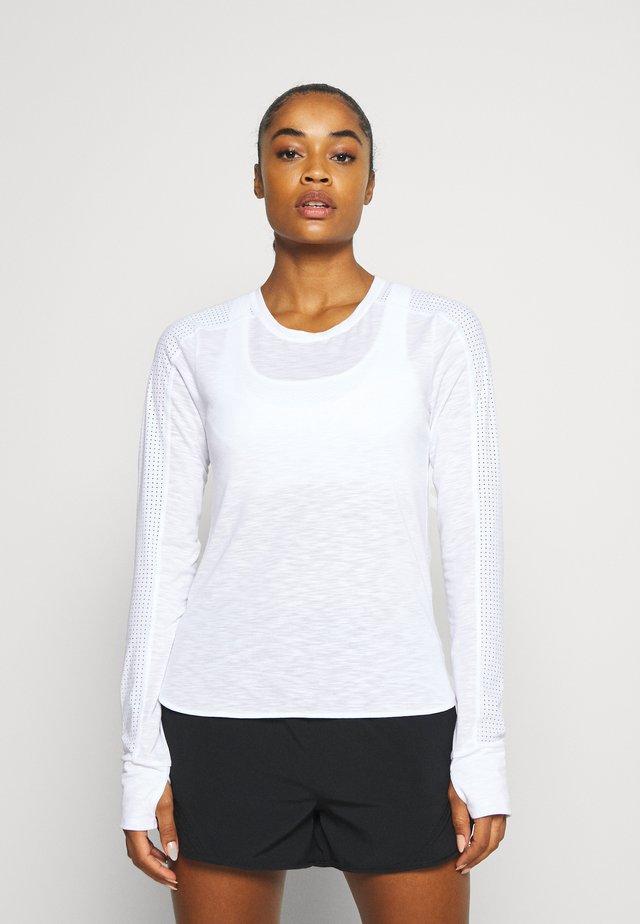 BREEZE RUNNING  - T-shirt à manches longues - white