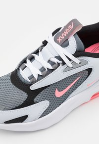 Nike Sportswear - AIR MAX BOLT UNISEX - Tenisky - smoke grey/sunset pulse/football grey/black - 5
