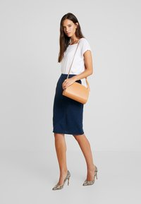Yargici - PENCIL SKIRT - Jupe crayon - navy melange - 1