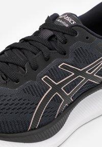 ASICS - GLIDERIDE - Zapatillas de running neutras - black/rose gold - 5