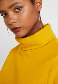 ONLY - ONLNEO COWLNECK - Mikina - golden yellow - 5