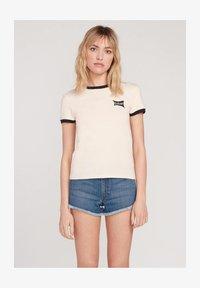 Volcom - GO FASTER RINGER - Print T-shirt - light_peach - 0