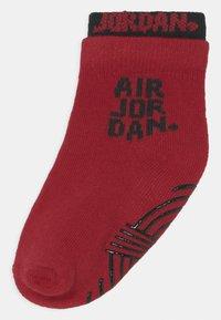 Jordan - DOUBLE WELT GRIPPER ANKLE 6 PACK UNISEX - Chaussettes de sport - gym red - 1