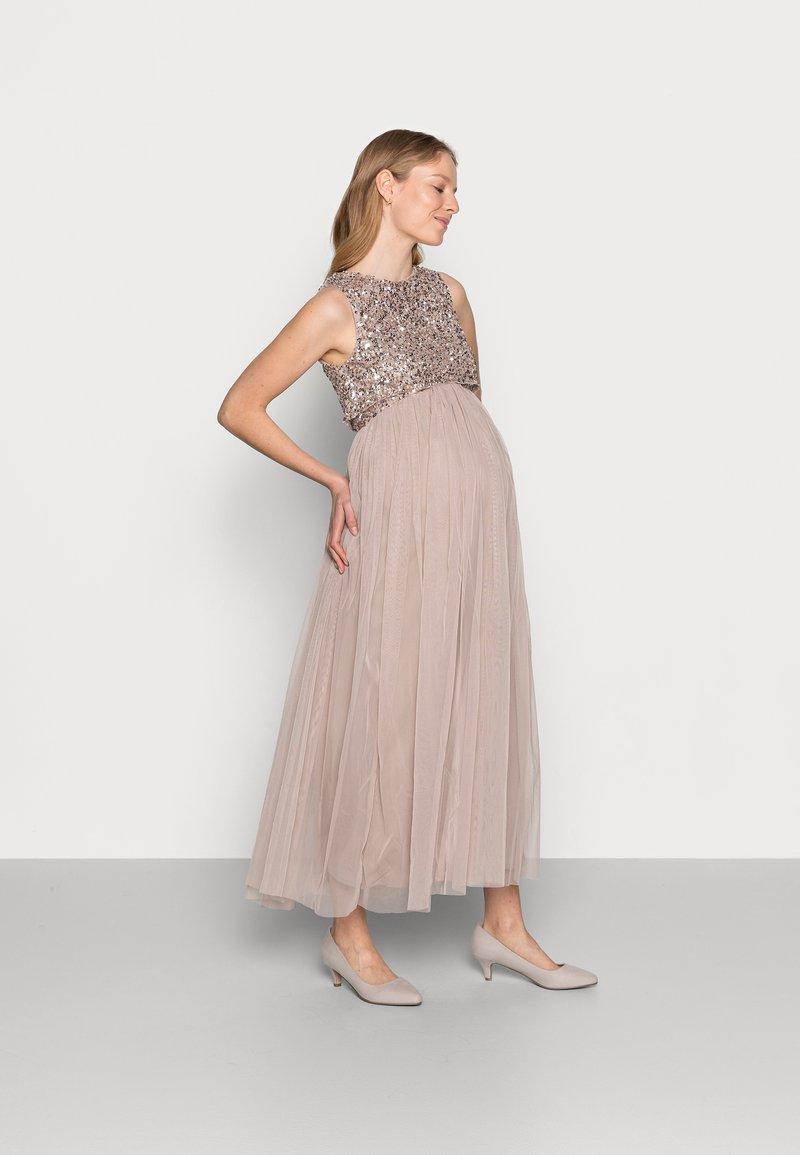 Maya Deluxe Maternity - DELICATE GLITTER OVERLAY DRESS - Společenské šaty - taupe blush