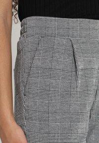 ICHI - KATE CHECK - Trousers - black - 3