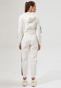 DeFacto - Pantalones deportivos - white - 2