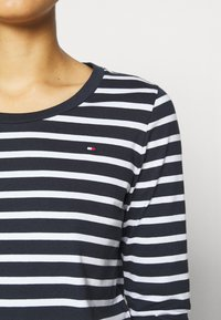 Tommy Hilfiger - CANDICE ROUND - Long sleeved top - breton white/desert sky - 5