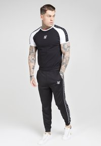 SIKSILK - FITTED PANEL TAPE TRACK PANTS - Tracksuit bottoms - black - 1