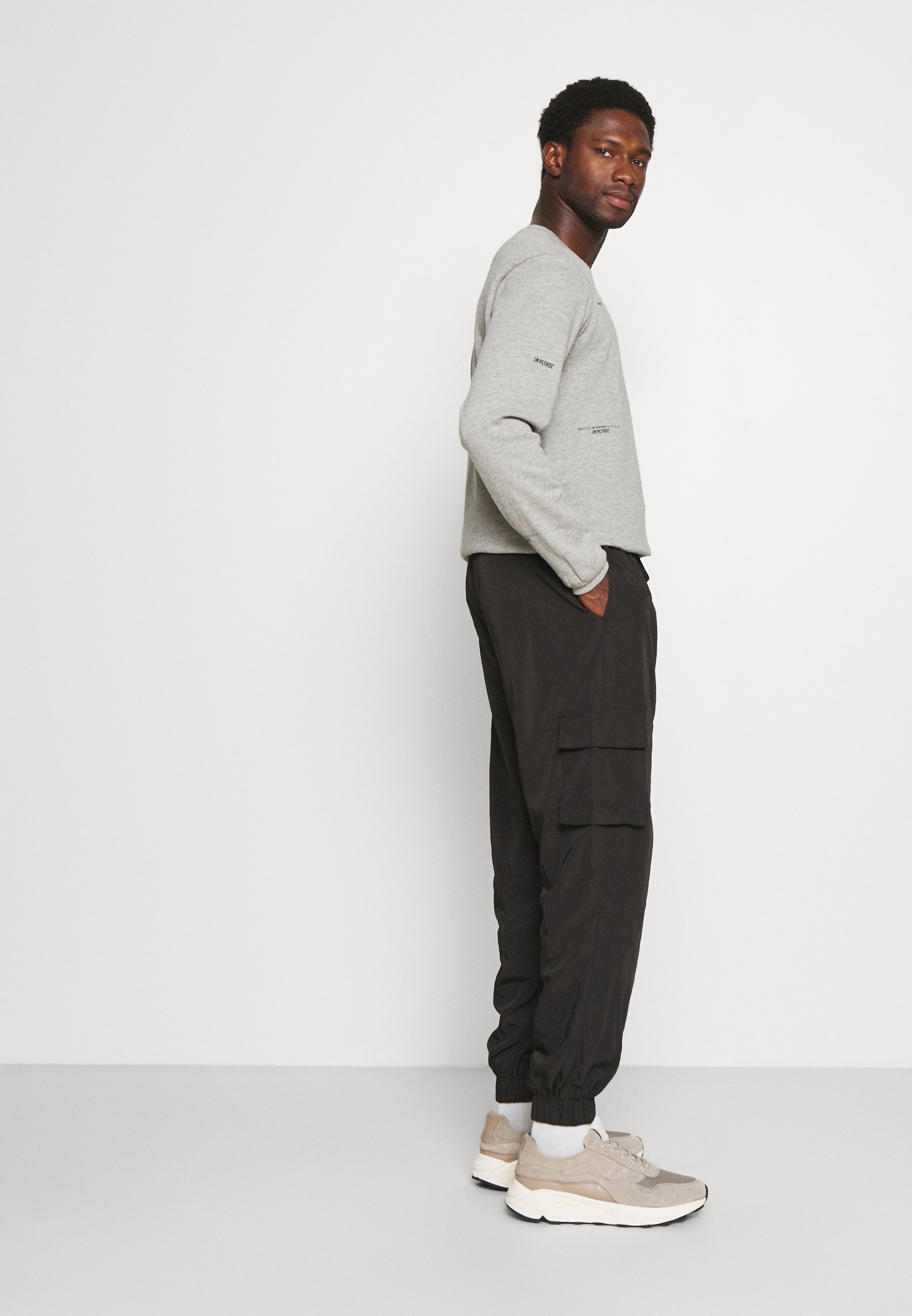 Homme TECH POCKET TRACKPANT - Pantalon cargo