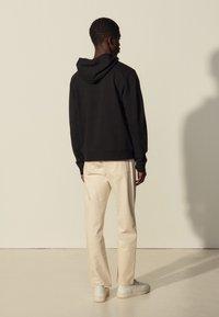 sandro - HOODIE TEDDY - Sweatshirt - noir - 2