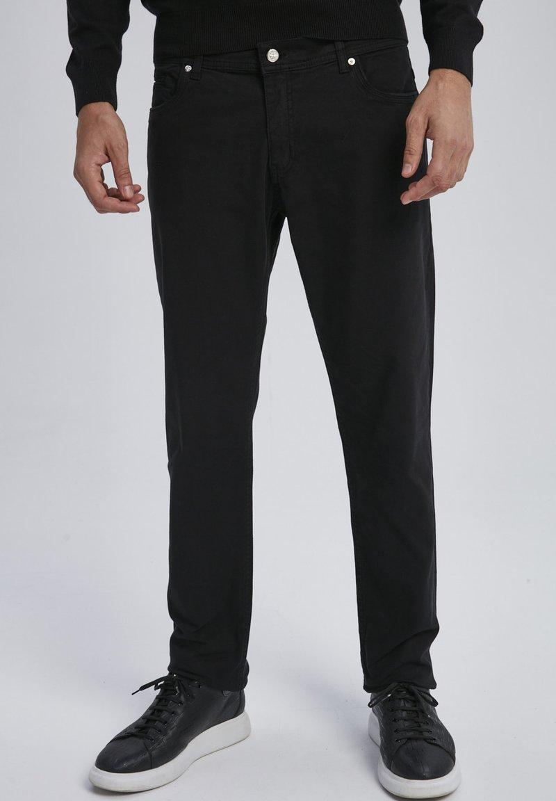 Auden Cavill - Trousers - schwarz