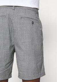 Club Monaco - BAXTER MICRO CHECK - Shorts - grey - 5
