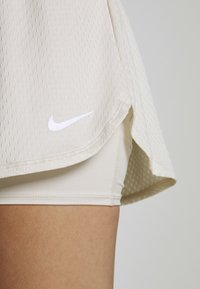 Nike Performance - DRY SHORT - Sports shorts - light orewood/white - 4