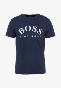 BOSS - T-shirt med print - navy - 3