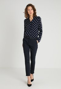 More & More - DOTTED BLOUSE - Blůza - marine - 1