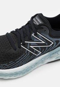 New Balance - W1080 - Zapatillas de running neutras - black - 5