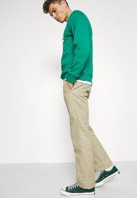 GAP - LOGO - Bluza - green shade - 3