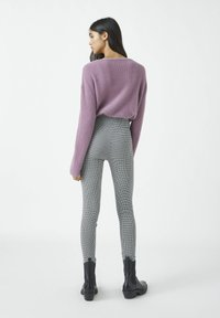PULL&BEAR - MIT HAHNENTRITTMUSTER - Leggings - Trousers - dark grey - 2