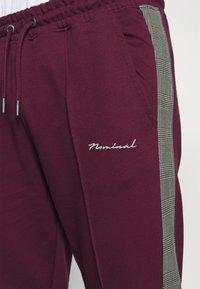 Nominal - CHECK TAPE  - Pantalon de survêtement - burgundy - 4