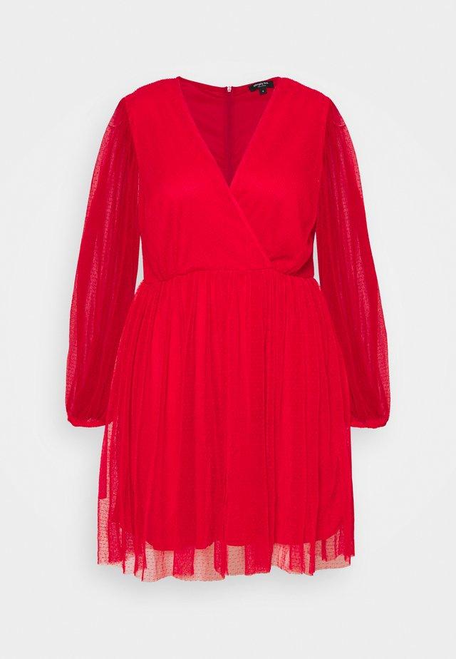 LONG SLEEVE SKATER - Koktejlové šaty/ šaty na párty - red