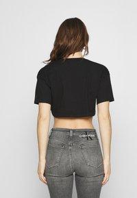 Calvin Klein Jeans - HOLOGRAM LOGO - Triko spotiskem - black - 2