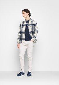 Hollister Co. - CORE TECH SOLID - Camiseta estampada - navy - 1