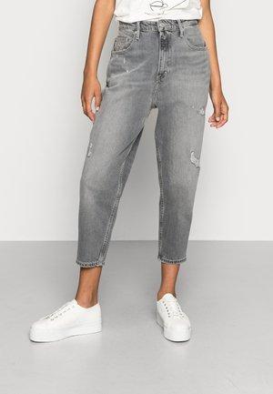 MOM JEAN UHR  - Relaxed fit jeans - denim black