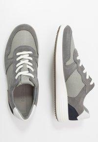 ECCO - SOFT 7 RUNNER - Trainers - titanium/wild dove/white/navy - 1