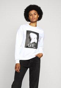 KARL LAGERFELD - LEGEND PRINT - Sweatshirt - white - 0