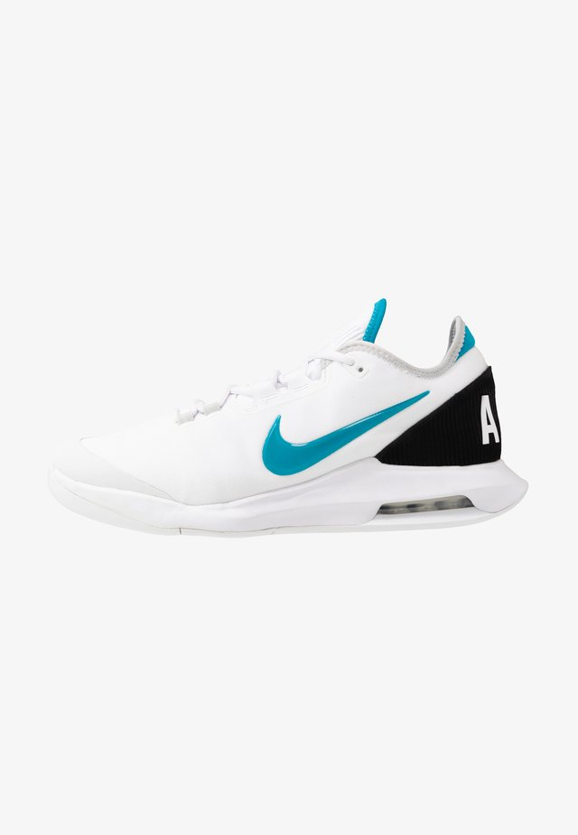 NIKECOURT AIR MAX WILDCARD - Tenisové boty na všechny povrchy - white/neon turquoise/grey fog/hot lime