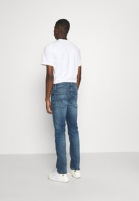 Tommy Jeans - SCANTON SLIM - Slim fit -farkut - dynamic chester mid blue - 2