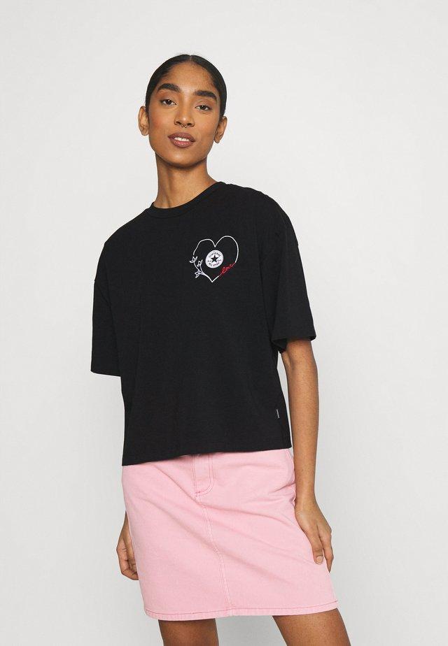 CHUCK WOMENS LOVE BOXY TEE - Printtipaita - converse black