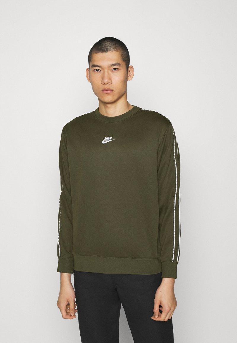Nike Sportswear - REPEAT CREW - Long sleeved top - cargo khaki