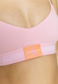 Calvin Klein Underwear - MONOGRAM UNLINED TRIANGLE - Bustier - prarie pink - 5