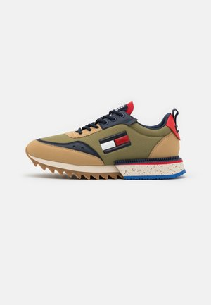 CLEATED RUNNER MIX - Sneakersy niskie - classic khaki