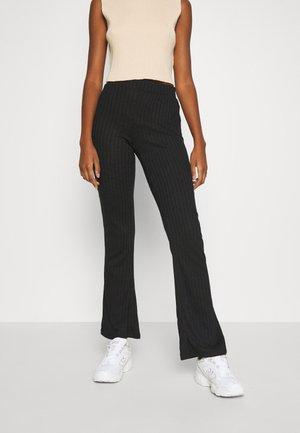 PCSKYWEN FLARED PANT - Bukser - black