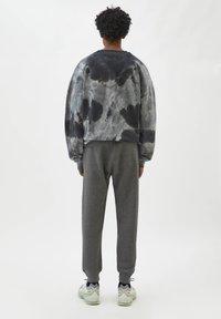 PULL&BEAR - Tracksuit bottoms - mottled grey - 2