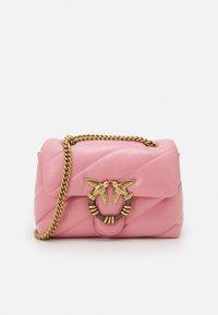 Pinko - LOVE MINI PUFF MAXY QUILT - Torba na ramię - bubble pink - 0