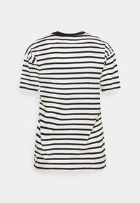 Carhartt WIP - ROBIE - T-shirt print - wax/black - 7