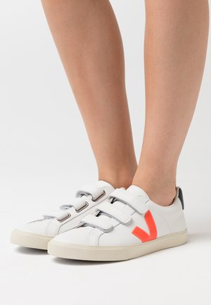 3 LOCK LOGO - Zapatillas - extra white/orange fluo/nautico
