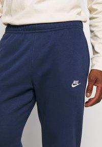 Nike Sportswear - CLUB PANT - Spodnie treningowe - midnight navy - 3