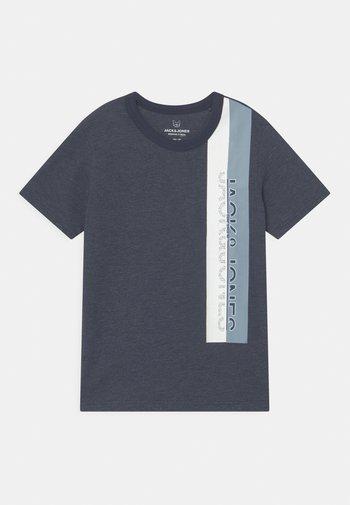 JCOOYESTER CREW NECK - T-shirt med print - navy blazer