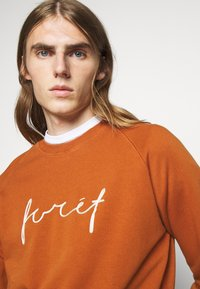 forét - RACK - Sweatshirt - brick - 4