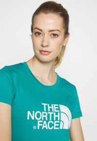 The North Face - WOMENS EASY TEE - Triko s potiskem - jaiden green - 3